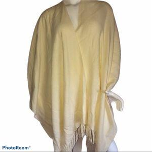 Accessories - Fringed blanket shawl